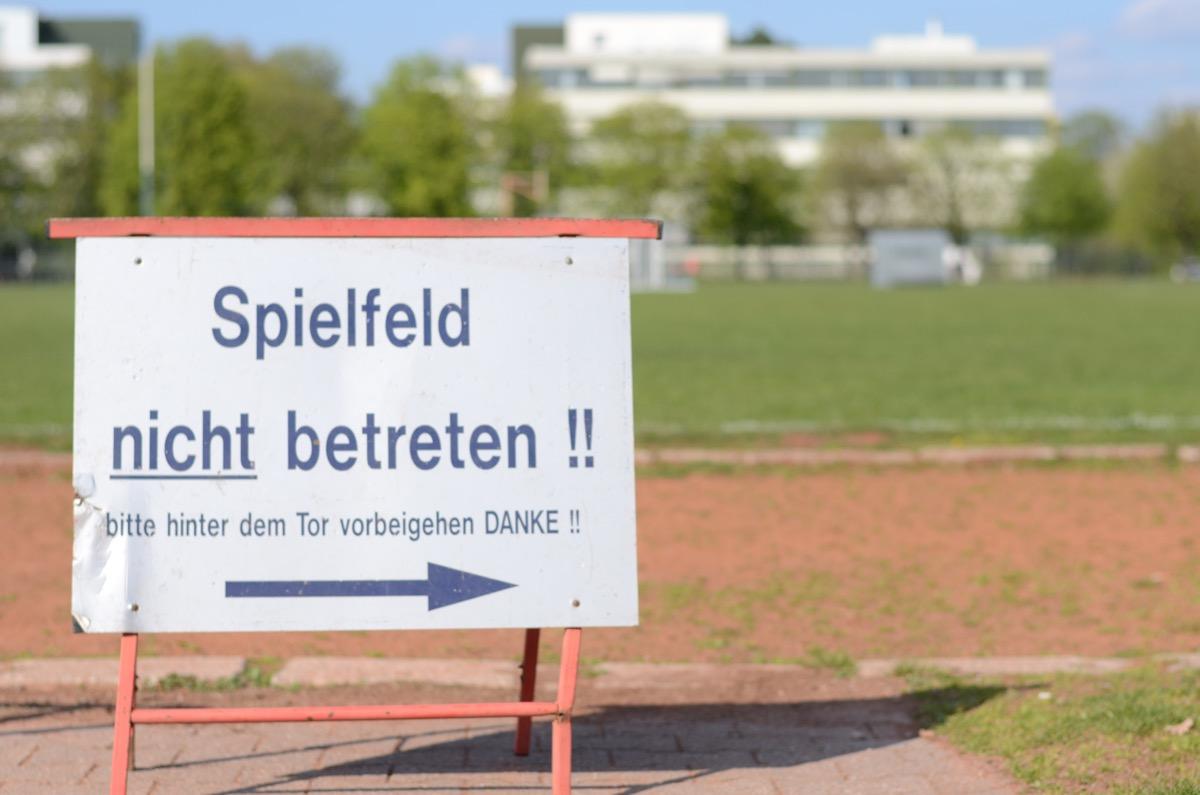 Schild: Spielfeld nicht betreten